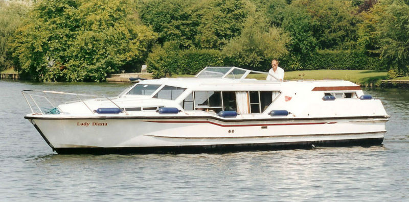 Boating Holidays Cruiser Boat Hire Amp Dayboats On The River Thames Wind