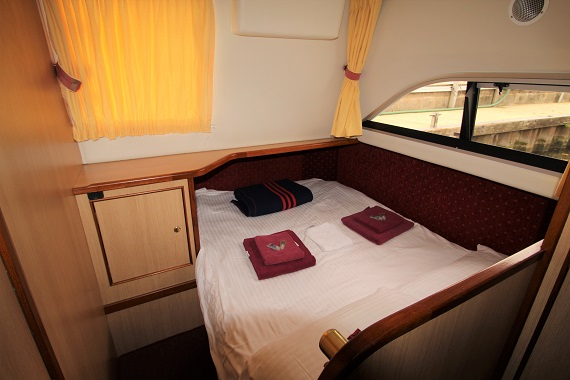 Lady Annalise Back Cabin