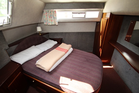 Lady Diana Back Cabin