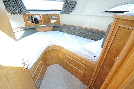 Lady Donna Front Cabin